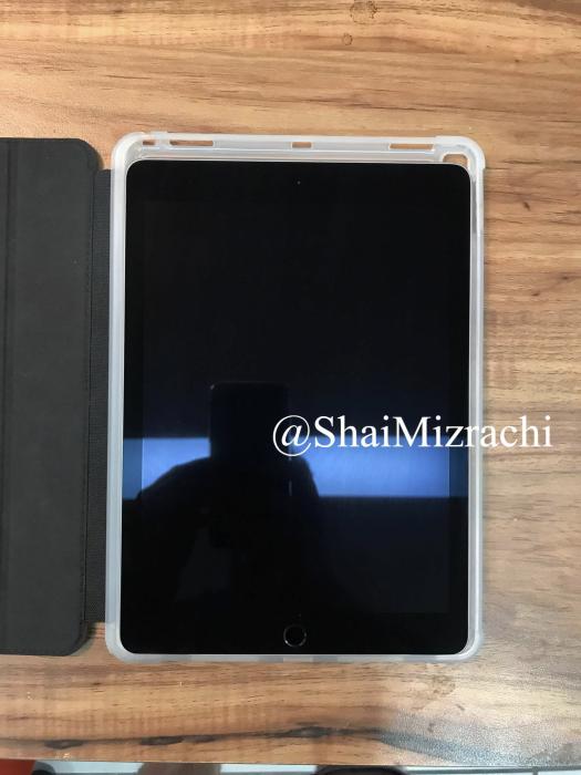 10,5 tuuman iPad Prolle tarkoitettu suojakuori kertoo laitteen koon kasvavan vain maltillisesti 9,7 tuuman iPadista.