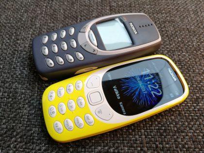 Alkuperäinen 3310 on karkeasti tuplasti paksumpi kuin uusi.