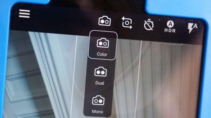 Nokia 9:n kamerasovellus kertoo kahdesta kamerasta, joista voidaan käyttä molempia tai vain toista.