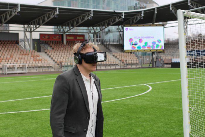 Aki Riihilahti kokeili VR-laseja.