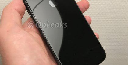 Tuleva iPhone on takaa lasia ja kamerat on järjestelty uudella tavalla. OnLeaksin aiemmin julkaisema kuva.