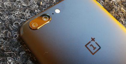 OnePlus 5:ssä on kaksoiskamera, joka tarjoaa 2x häviöttömän zoomin.