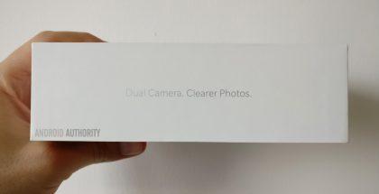 OnePlus 5:n myyntipakkaus vahvisti jo aiemmin kaksoiskameran. Android Authorityn julkaisema kuva.