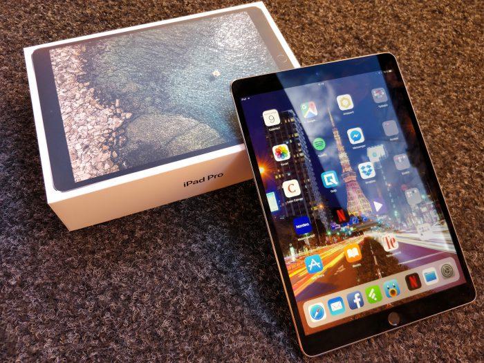 iPad Pron rakenne on tutun laadukas. Laite on myös mukavan ohut 6,1 millimetrin paksuudellaan.