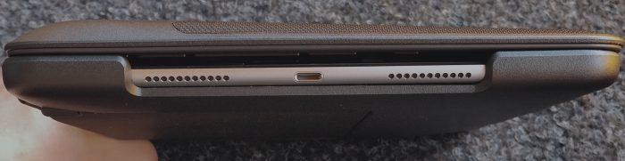 Slim Combo -nimestä huolimatta ei kokonaisuus kovin slimmi ole. iPad Pron paksuus kasvaa 3-4-kertaiseksi.