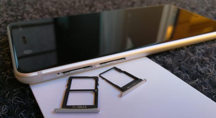 Kaksi SIM-korttia ja microSD-muistikortti sopivat Nokia 5:een yhtäaikaisesti.