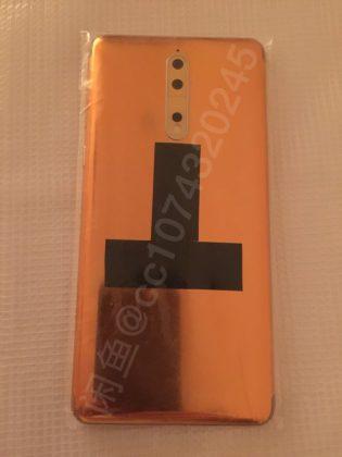 Nokia 8 kultakuparivärissä.