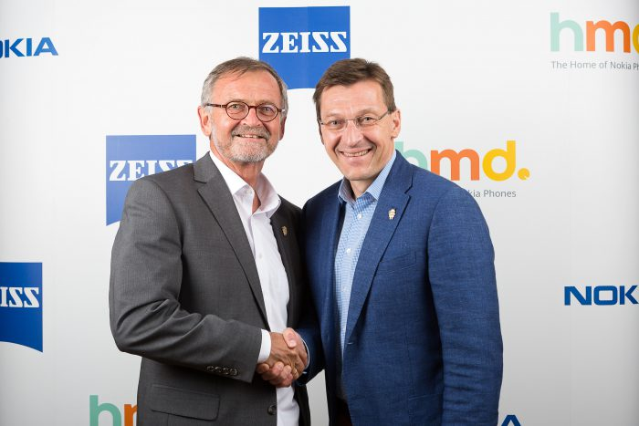 ZEISSin Winfried Scherle ja HMD:n Pekka Rantala.