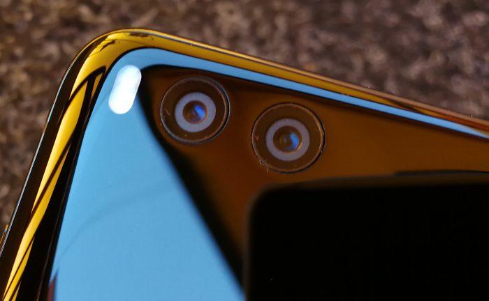 Mi 6:n kaksi kameraa eivät ulkone muusta laitteen pinnasta.