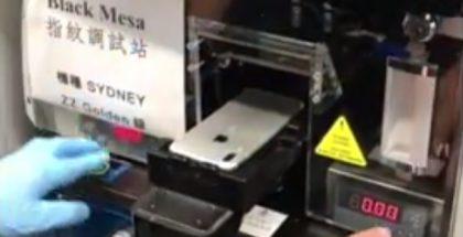 Videolla nähtävässä puhelimessa sormenjälkilukija näyttäisi sijaitsevan takana Applen omenalogossa.