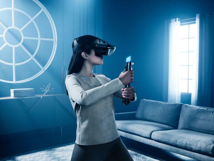 Lenovon valomiekka näkyy lasien läpi pidempänä taisteluvälineenä.