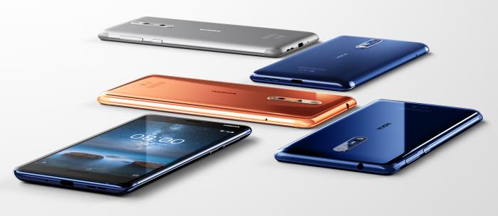 Nokia 8 eri väreinä. Aluksi Suomessa myyntiin ovat tulossa taaempana kuvassa näkyvät mattapintaiset värivaihtoehdot.