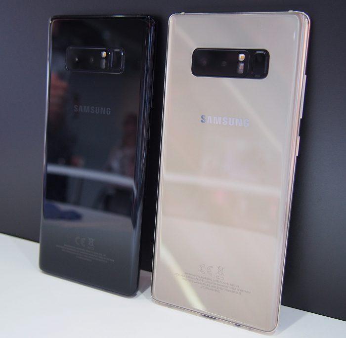 Galaxy Note8:sta on olemassa toistaiseksi neljä väriä, joista pääosassa Suomen myynnissä ovat musta ja kultainen. Orchid Gray -väriä ei tule toistaiseksi lainkaan Eurooppaan ja Deepsea Bluen saatavuus tulee olemaan rajattua.
