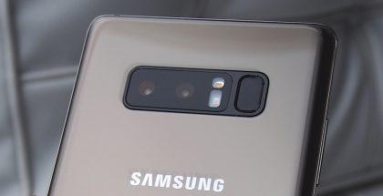 Galaxy Note8:sta sormenjälkitunnistin löytyy vielä takaa kameran vierestä.