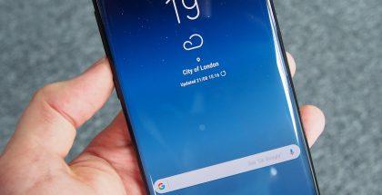Galaxy Note8 tukee kasvontunnistusta. Sormenjälkitunnistin löytyy puhelimesta takaa.