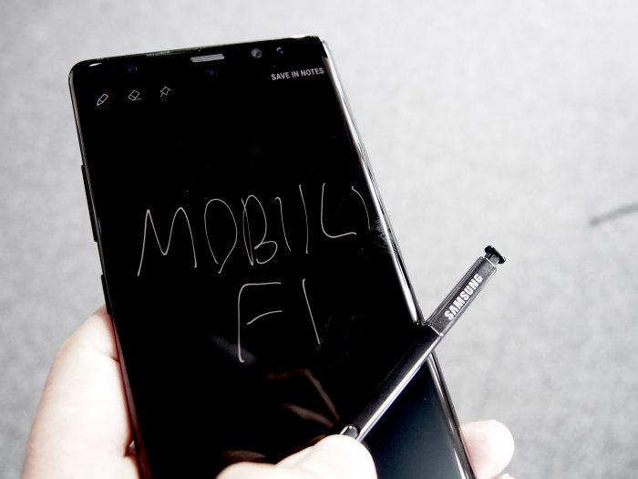 S Penillä voi tehdä muistiinpanoja valmiustilanäytölle.