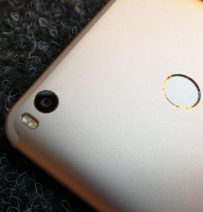 Mi Max 2:n 12 megapikselin kamera on tämän hintaiseen puhelimeen mainio.