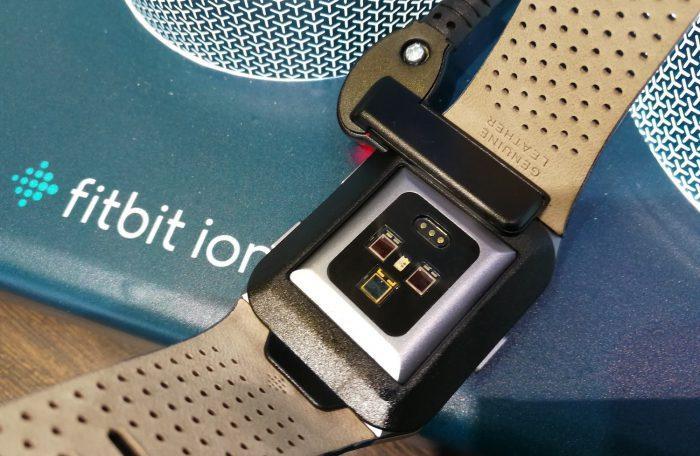 Fitbit Ionicista löytyy edistyksellinen rannesykemittari.