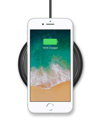 iPhone 8 latausalustalla.