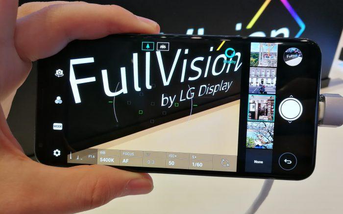 V30:n kameraan LG on tuonut joitakin erikoistoimintoja, kuten Graphyn, jolla voi ottaa kuvissa käyttöön muista kuvista erilaisia asetusyhdistelmiä.