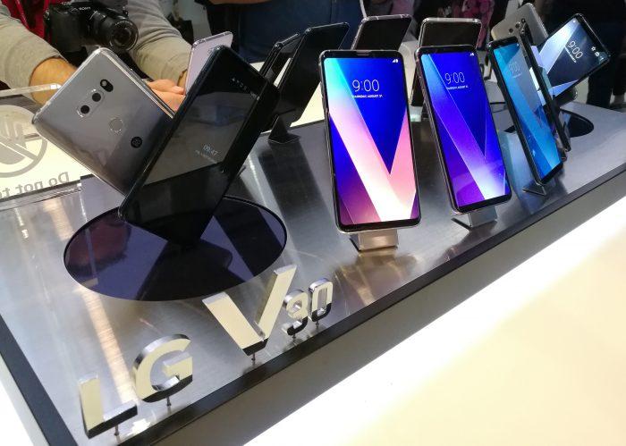 LG V30 tulee myyntiin useina värivaihtoehtoina.