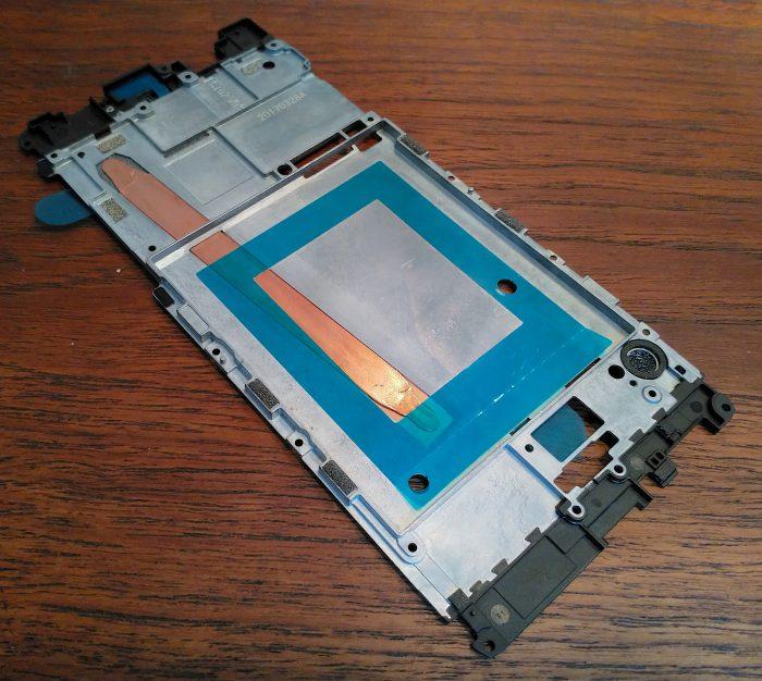 Nokia 8:n sisältä löytyy lämpöputki, joka levittää lämpöä puhelimen sisällä tasaisemmin. Lopputuloksena Nokia 8 ei tunnu kuumentuvan kovin paljoa raskaassakaan käytössä. Kuva otettu Nokia 8:lla.