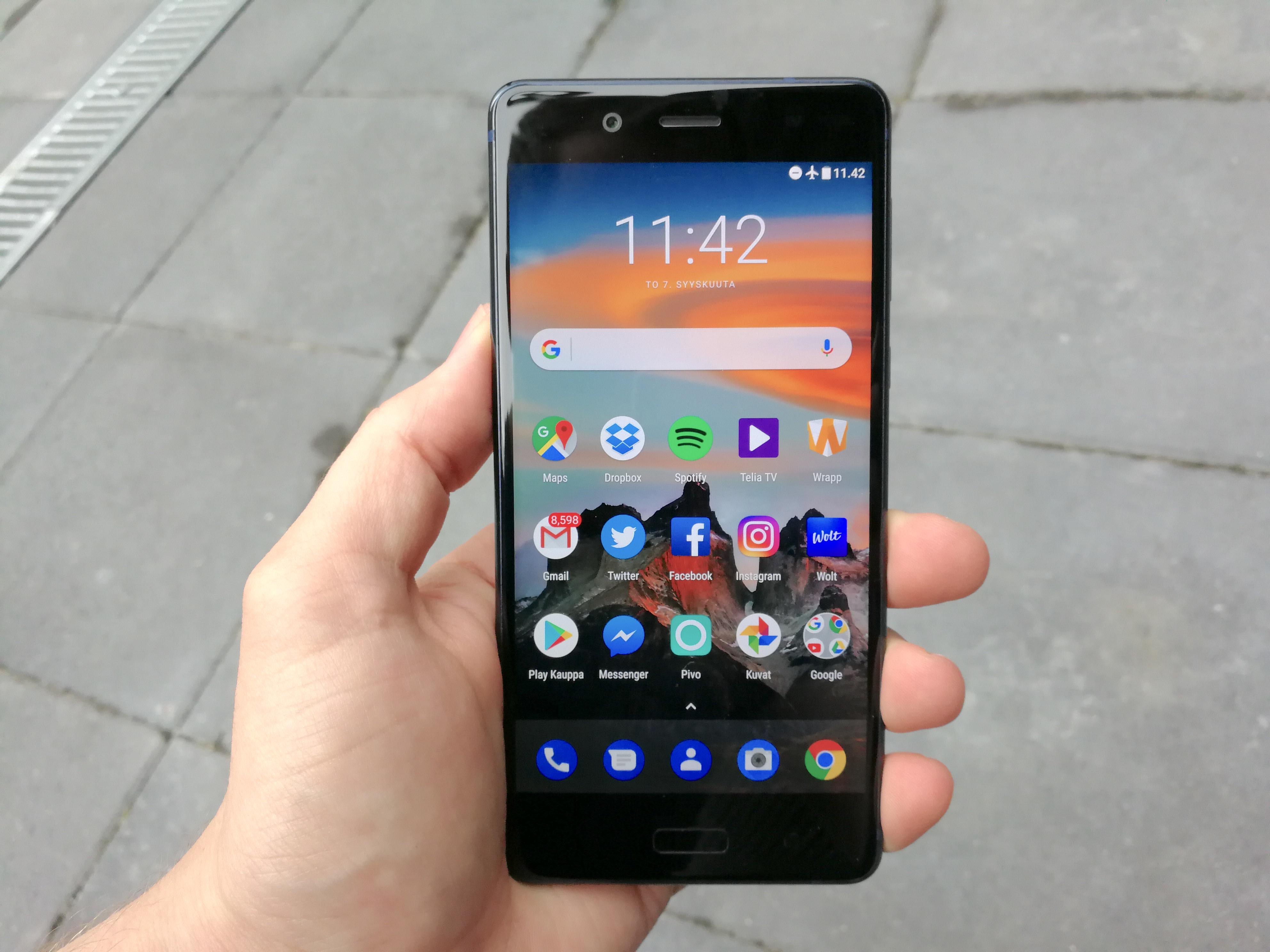 Nokia 8:n näyttö on erinomainen.