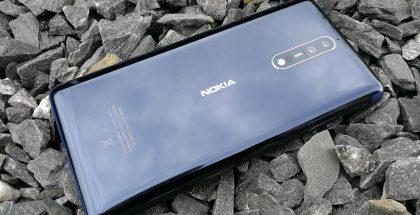 Nokia 8 kiillotettuna sinisenä.