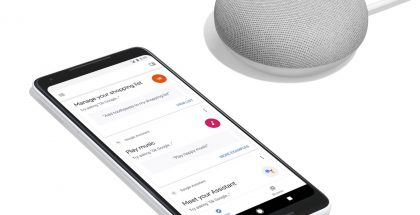 Googlen Pixel 2 XL -puhelin ja pienikokoinen Google Home Mini -älykaiutin.