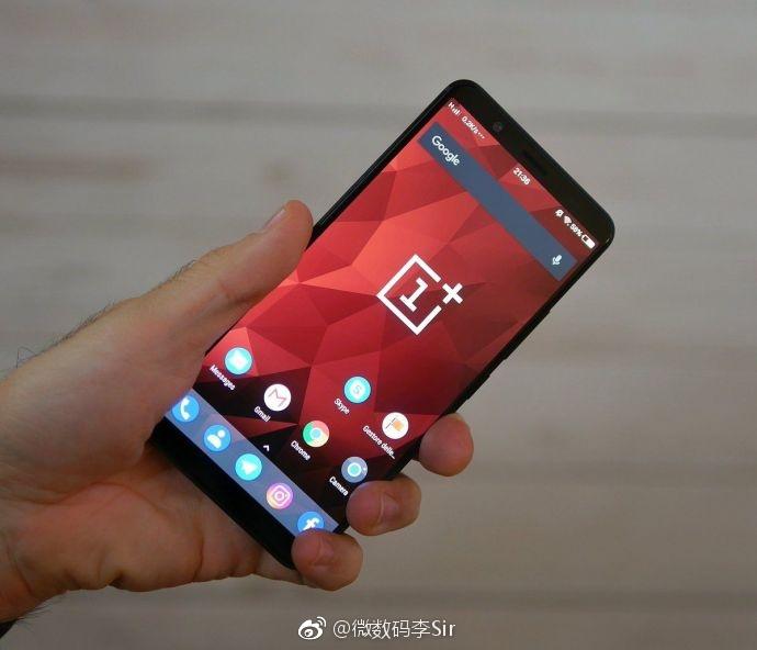 OnePlus 5T:n pitäisi näyttää suunnilleen tältä. Onko kuvassa aito OnePlus 5T, onkin sitten aivan eri kysymys.