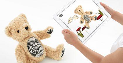 Parker the Bear on tavallinen pehmonalle, paitsi että, se yhdistyy lisätyn todellisuuden sovellukseen.