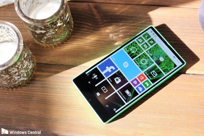 Lumia 435:ksi kehitetty laite, koodinimi Vela, Windows Centralin kuvassa.