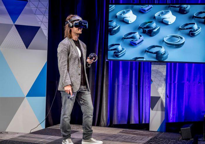 Windows siirtyy virtuaalitodellisuusaikaan Mixed Reality -laseilla.