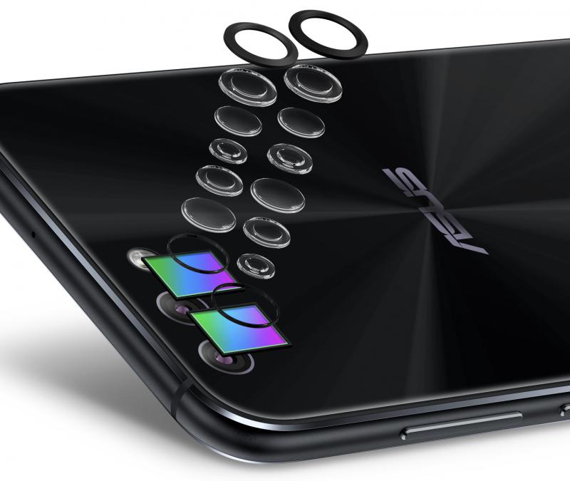 ZenFone 4:n takayläkulmasta löytyy tuplakamera optisella kuvanvakaimella ja 120 asteen laajakulmalla.