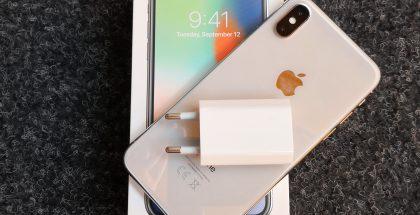 Apple-laturi ja iPhone X.