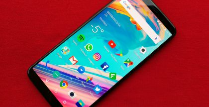 OnePlus 5T:n merkittävin uudistus on sen suurempi, 18:9-kuvasuhteeseen ja 6,01 tuuman kokoon venytetty näyttö.