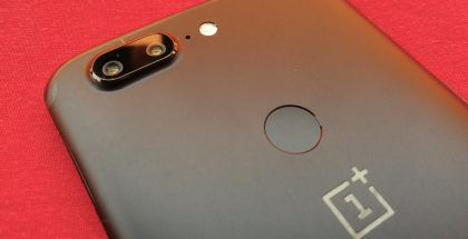 Nykyisessä OnePlus 5T:ssä sormenjälkilukija on takana.
