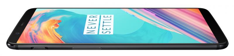 Tuttu kolmiasentoinen hiljennyskytkin on mukana myös OnePlus 5T:ssä.