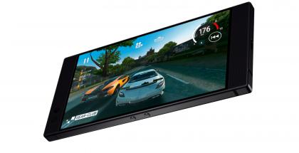 Alkuperäisessä Razer Phonessa on eteenpäin suunnatut stereokaiuttimet ja 5,72 tuuman IGZO LCD -näyttö.