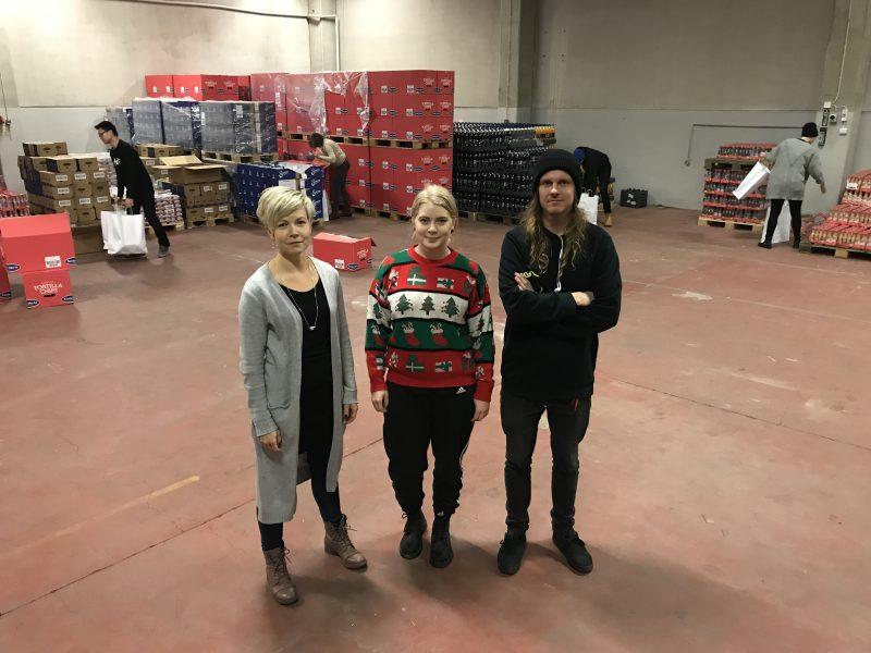 Hopen toiminnanjohtaja Eveliina Hostila (vas.), Woltin Mia Lavanti ja Bob the Robotin Marko Juuti.