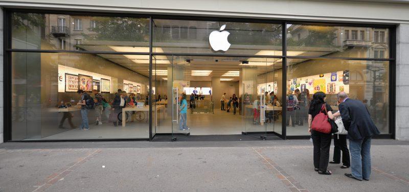 Zürichin Apple-kauppa, jossa akku kärähti.