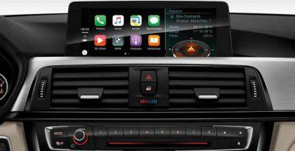 CarPlay tuo auton näytön kautta käyttöön keskeisiä iPhonen toimintoja.