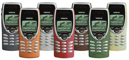 Vaihdettavat värikuoret olivat ainakaan merkittävä seikka jopa puhelimen valinnassa. Kuvassa Nokia 8210.