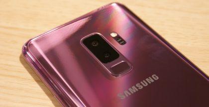 Samsungin Galaxy S9+ -puhelimessa on takana kaksoiskamera. Pääkamerassa on vaihtuva aukon koko.