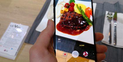 V30S ThinQ:n uudistuksiin kuuluu kameran kuvaustilanteen tunnistus. Tässä tekoäly on tunnistanut kuvattavan kohteen olevan ruokaa. Puhelin optimoi tiedon perusteella kuvausasetuksia.