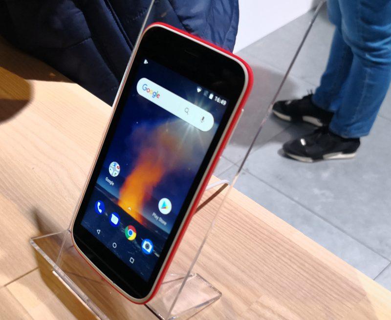 Aivan älypuhelinten halvimpaan hintaluokkaan iskee Nokia 1. Näytön koko on 4,5 tuumaa.