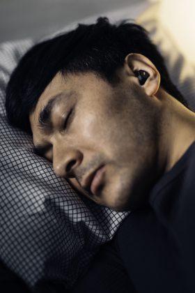 QuietOnin uudet kuulokkeet on tehty estämään kuorsausäänien kuulemista.