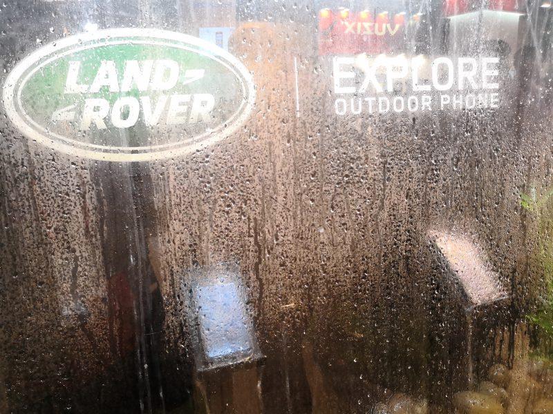 Land Rover Explore -puhelinta esiteltiin erilaisissa olosuhteissa.