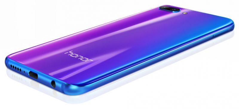 Honor 10:n takalasipinnan alla on poikkeuksellinen väriviimeistely kahdessa värivaihtoehdossa.