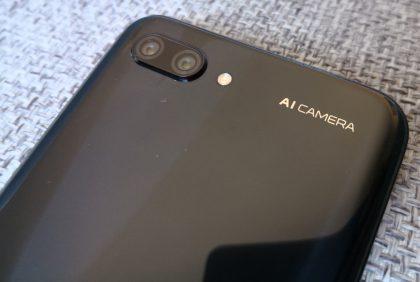 Honor 10:n kamerassa hyödynnetään tekoälyä.